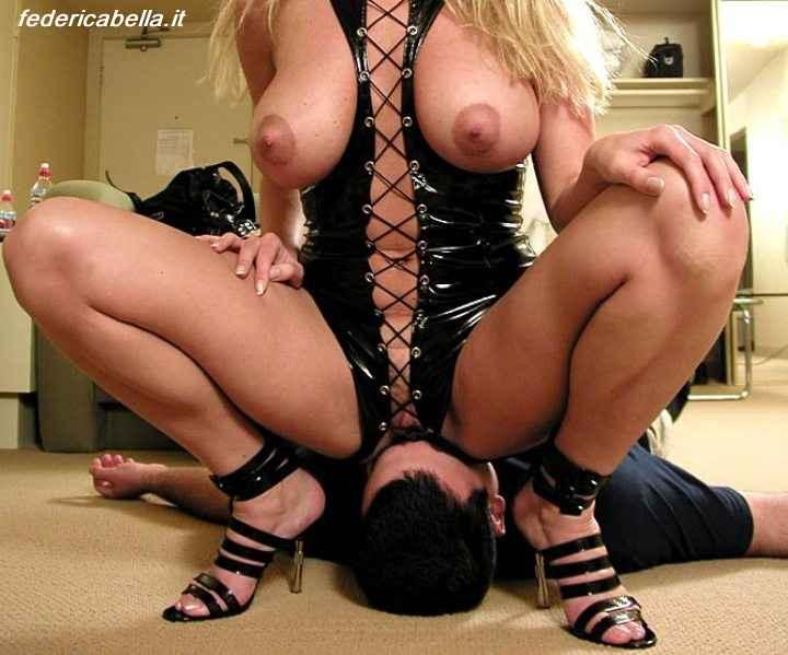 mistress seduta sulla faccia